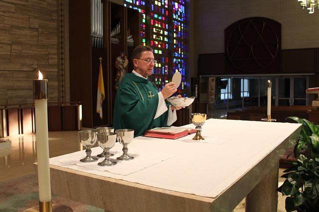 catholic-mass-1748443_640