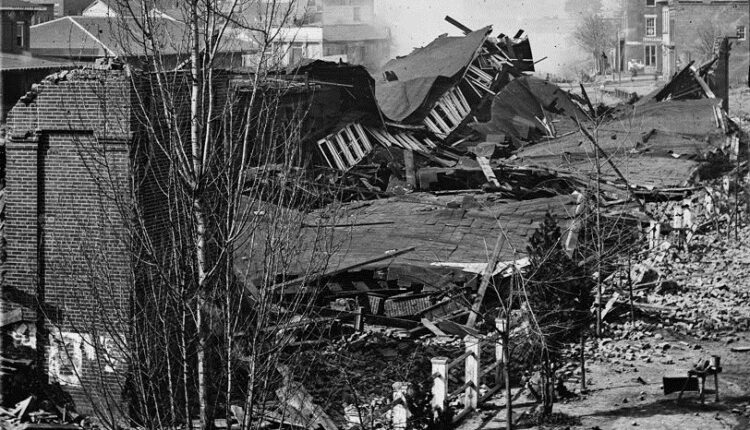 Atlanta_first_union_station_in_ruins_1864