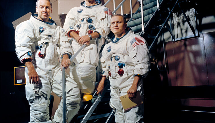Apollo_8_Crewmembers_-_GPN-2000-001125